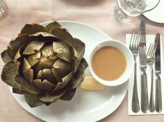This arty artichoke was one of our starters at Such a beauty, isn't it? Food Spot, Amsterdam Travel, Artichoke, Cool Places To Visit, Starters, The Good Place, Vegetables, Instagram Posts, Beauty