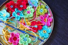Crochet a little flower, a winner and a newsletter!