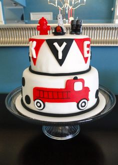 Last year Kye mentioned wanting to have a firetruck themed birthday party and I've been SO looking forward to this!!! It was THE easiest pa...