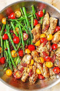 Paleo - One-Pan Pesto Chicken and Veggies – sun-dried tomatoes, asparagus, cherry tomatoes. Healthy, gluten free, Mediterranean diet recipe with basil pesto. It's The Best Selling Book For Getting Started With Paleo Healthy Dinner Recipes For Weight Loss, Healthy Weight, Dinner Healthy, Healthy Organic Recipes, Clean Eating Dinner Recipes, Organic Dinner Recipes, Clean Eating Breakfast, Healthy Recipes On A Budget, Clean Eating Snacks