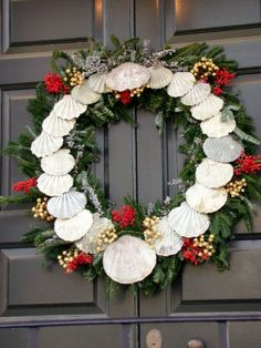 williamsburg christmas decorations williamsburg wreath featuring shells christmas decorating - Williamsburg Decorated For Christmas