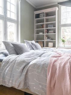 Pentik is an international interior design retailer, who wants to bring northern beauty and cosiness to homes. Flax Flowers, Linen Duvet, New Room, Duvet Cover Sets, Sweet Dreams, Breeze, Comforters, Delicate, Blanket