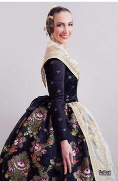 Spanish Costume, Historical Costume, Historical Dress, Fairytale Fashion, Dress Robes, Southern Belle, Fashion History, Dress Me Up, Vintage Dresses