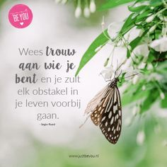 Wees trouw aan wie je bent en je zult elk obstakel in je leven voorbij gaan. Qoutes, Life Quotes, Just Be You, Yoga Quotes, Flower Images, Quote Posters, Self Confidence, Positive Quotes, Inspirational Quotes