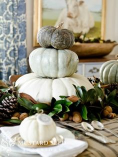 Decorating for fall - lovely colors and simplicity for a thanksgiving table   ||  www.missmustardseed.com #thanksgiving