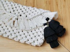 Ekotar Designin makrame tekniikalla valmistetut laukut nyt verkkosivuilla #makrame #ekotardesign #käsilaukku #handcraft #käsityöt Merino Wool Blanket, Macrame, Handbags, Design, Totes, Purse, Hand Bags, Women's Handbags