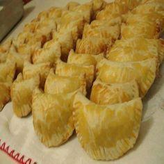Os Pastéis Assados Deliciosos são fáceis de fazer e serão um sucesso! Escolha o recheio de sua preferência e faça essa delícia, pois todos os seus amigos e