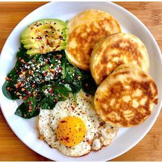 You know it's going to be a good week when it starts with a pancake plate! 🤗🥞 I'm fully aware that this page is quickly becoming a pancake plate GALLERY, but I want to keep my meals real with. Asian Recipes, Mexican Food Recipes, Beef Recipes, Vegetarian Recipes, Healthy Recipes, Healthy Foods, Shrimp Recipes, Fall Recipes, Healthy Drinks