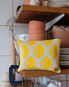 Cheerful Lemon pattern is made with tapestry crochet technique. In this pattern you'll find detailed information on how to make multicolored works. Crochet Books, Tapestry Crochet, Crochet Gifts, Knit Crochet, Tapestry Bag, Backpack Pattern, Pouch Pattern, Small Knitting Projects, Crochet Projects