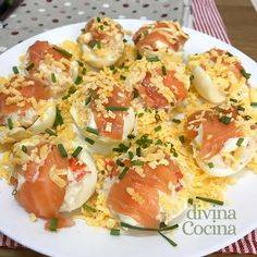 Recipe for eggs stuffed with salmon # Salmon carcutsstrendss Egg Recipes, Cooking Recipes, Healthy Recipes, Breakfast Items, Sin Gluten, Tapas, Love Food, Entrees, Seafood