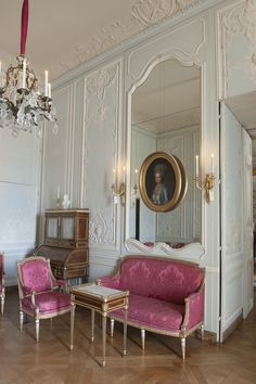 *Rococo Revisited - Versailles Madame Victoire's interior cabinet. American Interior, French Interior, Classic Interior, French Decor, Modern Interior Design, Interior Styling, Louis Seize, Versailles, Appartement Design