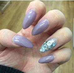 Stiletto Nails purple with silver