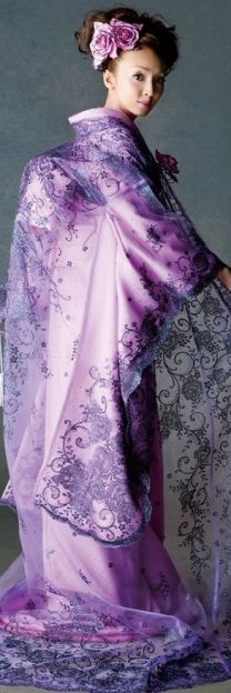 Kimono ~ But what is with the hunchback look? I know it's traditional, but still, it's peculiar  looking!