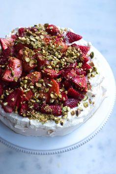 pavlova with strawberries and peaches recipe