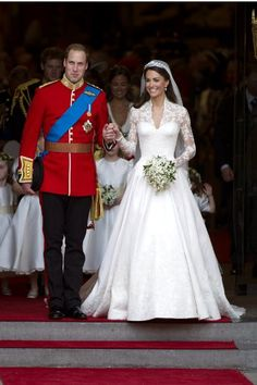 Wedding Magazine - Timeless trends I hate seeing brides carrying a bouquet that is out of proportion... too big, too long, Kate's bouquet is perfect!