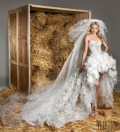 Zuhair Murad Printemps-été 2015 - Mariage - http://www.flip-zone.fr/fashion/bridal/the-bride/zuhair-murad-5159