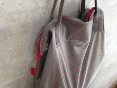 保冷用生地で作るバッグ。透け感と光沢がたまらん。