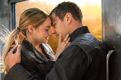 New stills from 'Divergent'