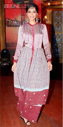 Sonam Kapoor's 12 'royal' looks that we loved during the promotion of 'Khoobsurat'