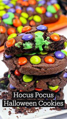 Diy Halloween Food, Mickey Halloween Party, Halloween Treats For Kids, Halloween Desserts, Halloween Cupcakes, Holidays Halloween, Halloween Baskets, Halloween Stuff, Fall Treats