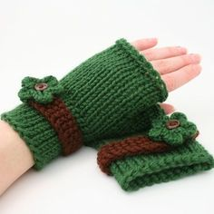 Ravelry: Fingerless Gloves pattern by Brandie Knaggs Fingerless Gloves Crochet Pattern, Fingerless Gloves Knitted, Mittens Pattern, Knit Mittens, Knitted Flower Pattern, Knitted Flowers, Knitting Patterns, Crochet Patterns, Knitting Tutorials