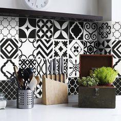 "Vintage Bilbao 9"" x 9"" Peel & Stick Mosaic Tile in Black/White"