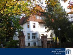 Villenanwesen in Berlin-Lichterfelde - Es handelt sich um ein hochherrschaftliches Villenanwesen, welches im Jahre 1895 in massiver Bauweise auf einem ca. 1.680 m² großen Parkgrundstück errichtet wurde. www.grund-boden-fundus.de/de_objektdetails.php?ID=4977C60186A2404E8D92BAA8A533BF01