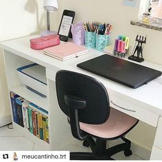 (Sigh) so organized and beautiful. Wish my desk could look like this 😂 Study Room Decor, Cute Room Decor, Diy Home Decor Bedroom, Room Ideas Bedroom, Home Office Design, Home Office Decor, Dream Rooms, House Rooms, Girl Room