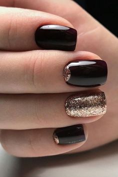 The black nail designs are stylish. It is loved by beautiful women. Black nails are an elegant and chic choice. Color nails are suitable for… Perfect Nails, Gorgeous Nails, Pretty Nails, Black Nail Designs, Nail Art Designs, Black Nails With Glitter, Black Nails Short, Nail Black, Glitter Art