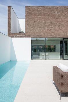 AR+ architecture and design Fotoshoot SS 2015 Minimal Architecture, Interior Architecture, Home Interior Design, Exterior Design, Piscina Rectangular, Casa Retro, Piscina Interior, Small Pool Design, Small Terrace