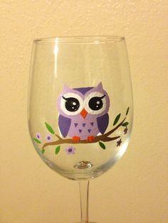 Verre de vin de hibou de peintes à la main
