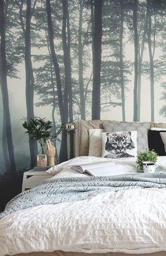mystischer Wald als Fototapete im skandinavisch eingerichteten Schlafzimmer