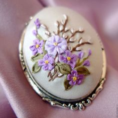 Wonderful Ribbon Embroidery Flowers by Hand Ideas. Enchanting Ribbon Embroidery Flowers by Hand Ideas. French Knot Embroidery, Hand Embroidery Flowers, Hand Embroidery Tutorial, Silk Ribbon Embroidery, Beaded Embroidery, Cross Stitch Embroidery, Embroidery Patterns, Bead Embroidery Jewelry, Ribbon Work