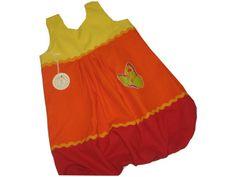 Hier habe ich ein zauberhaftes Ballonkleid.  In frischen sonnigen Farben in Gelb, Orange, Rot mit oranger Zackenlitze verziert und Glitzer Schmet...