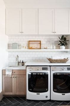The laundry room does not have to lack design. These 43 laundry rooms supply style suggestions that you can utilize to develop a gorgeous job space. Mudroom Laundry Room, Laundry Room Layouts, Laundry Room Remodel, Laundry Room Cabinets, Farmhouse Laundry Room, Laundry Room Design, Laundry In Bathroom, Laundry Room With Storage, Garage Laundry