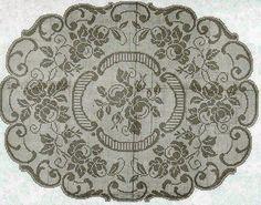 Bellissimo copri tavolo con fiori e foglie   Hobby lavori femminili - ricamo - uncinetto - maglia
