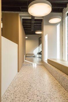 Dental Cabinet Annelies Vanwalleghem by ZOOM architects & Minus. Ft Bomarbre's XXL grigio Venato .