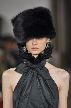 Ralph Lauren 2013 Russian style fur hat in black Fur Fashion, Look Fashion, Fashion Details, Timeless Fashion, Fashion Outfits, Fashion Design, Classic Fashion, Russian Fashion, Russian Style