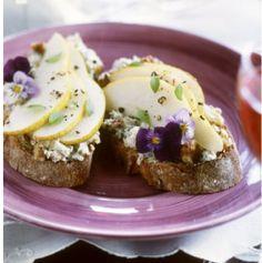 Love the edible flowers on the bruschetta