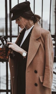 fall-trends-black-hat-brown-coat-bag-blazer-white-top/ - The world's most private search engine Looks Street Style, Looks Style, Fall Winter Outfits, Autumn Winter Fashion, Winter Hats, Skinny Jeans Damen, Mode Ootd, Look Girl, Mode Outfits