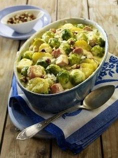 Our popular recipe for Brussels sprouts and Kasseler casserole and more than other free recipes on LECKER. Our popular recipe for Brussels sprouts and Kasseler casserole and more than other free recipes on LECKER. Chef Recipes, Pork Recipes, Cooking Recipes, Healthy Recipes, Homemade Pesto Sauce, Dinner Recipes Easy Quick, Grilled Vegetables, Popular Recipes, Casserole Recipes