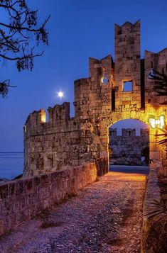 Greece Travel Inspiration - Rhodes town castle - Man-made attraction The Places Youll Go, Places To See, Greece Rhodes, Myconos, Greek Isles, Belle Villa, Greece Islands, Greece Travel, Holiday Destinations