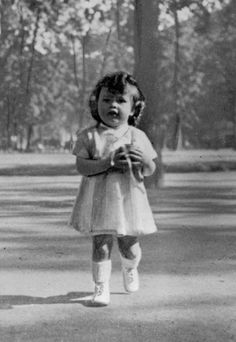 A very young Brigitte Bardot * Could she BE any cuter?! I think not.*