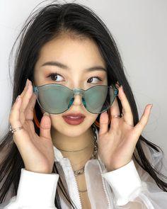 Cat Eye Sunglasses, Mirrored Sunglasses, Life Is Beautiful, Girl Fashion, The Unit, Celebrities, Music Music, Iphone, Kawaii