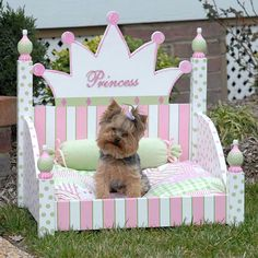 Why is using a dog house a good idea? Most people tend to have the misconception that dog houses are meant for only those dog owners who intend to keep their dogs outside. Cute Dog Beds, Puppy Beds, Diy Dog Bed, Pet Beds, Cute Dogs, Doggie Beds, Cute Bedding, Bedding Sets, Dog Furniture