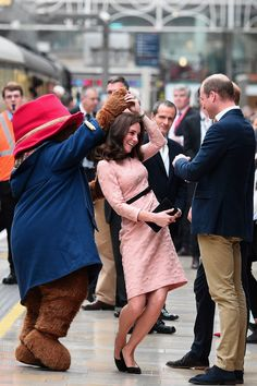 17 October 2017 - Duchess Kate of Cambridge dances with Paddington Bear at Paddington station as she sees off vintage train with Prince William and Prince Harry.