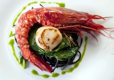 The best of Mediterranean seafood: Red king prawn and seared scallop over spincach and squid-ink pasta with parsley oil. Black Pasta, Squid Ink Pasta, Tapas, Spanish Cuisine, World Recipes, Appetisers, Pasta Dishes, Love Food, Entrees