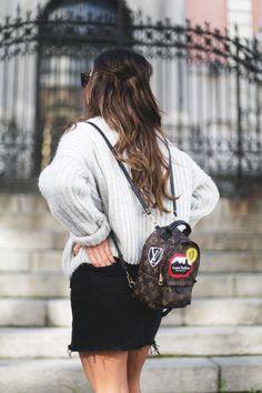5b7771fc09f Una mujer siempre va a querer vestirse bien sentirse feliz consigo misma y  con la ropa que lleve puesta. Independientemente  lvhandbags  lv  handbags   mini