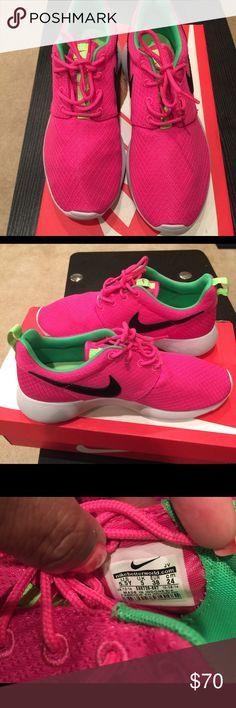 NWOT Women Rosche Sneakers size 5.5 NWOT Pink Rosche women sneakers size 5.5 authentic Nike Shoes Sneakers
