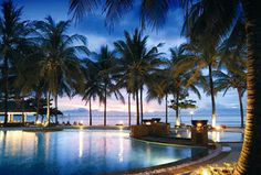 Günstige Flüge nach Thailand und die schönsten Resorts findet man unter : http://www.thailand-bereisen.com/p/fluge.html